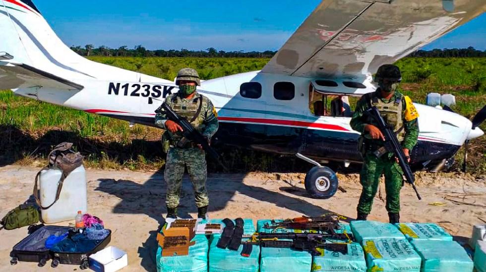 Sedena asegura aeronave con droga, armas y munición en Campeche - Asegura Sedena aeronave con 350 kilogramos con cocaína, cuatro armas largas y cartuchos útiles en Campeche. Foto Twitter @SEDENAmx