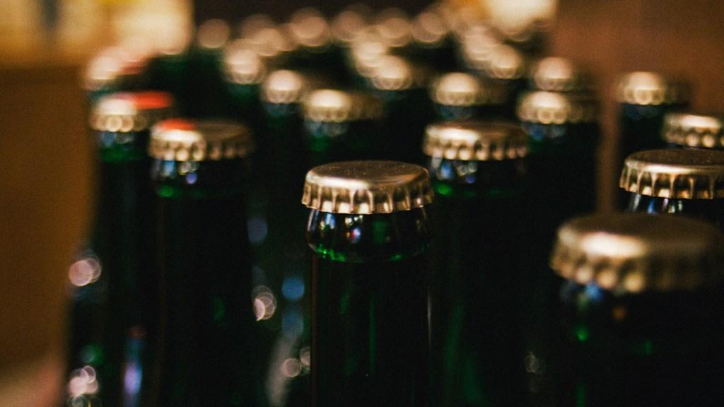 Reino Unido encabeza ranking mundial de consumo de alcohol - Bebidas alcohólicas alcohol cerveza botellas