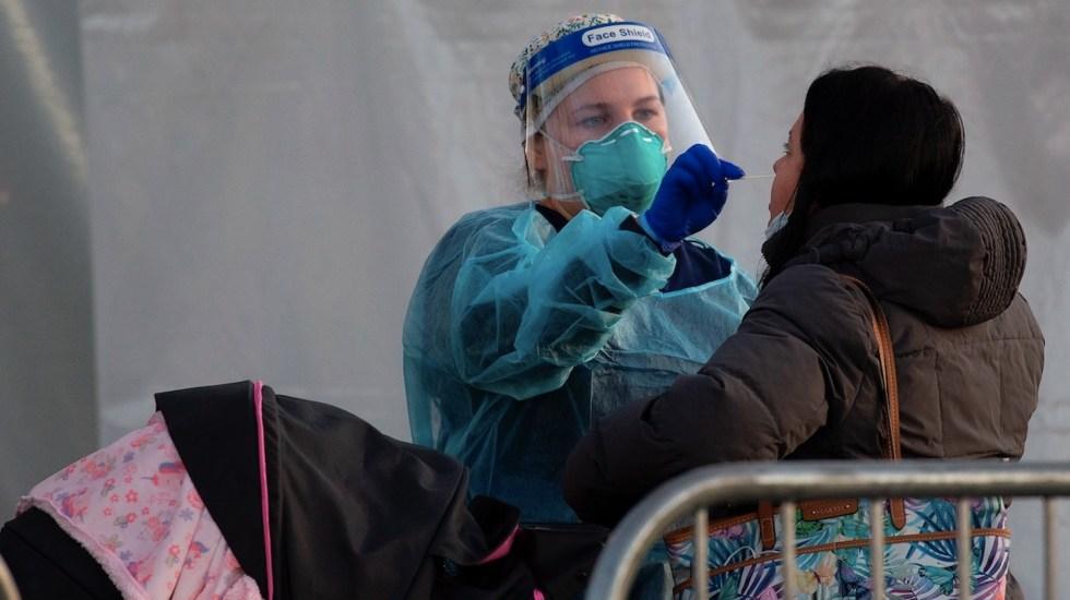 Estados Unidos suma otros 3 mil 310 muertos por COVID-19 y rebasa los 328 mil - Foto de EFE