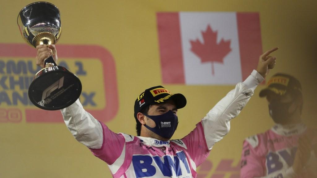 Gana 'Checo' Pérez el GP de Sakhir; primera victoria de un mexicano en la F1 en 50 años - Checo Pérez con trofeo del GP de Sakhir. Foto de EFE