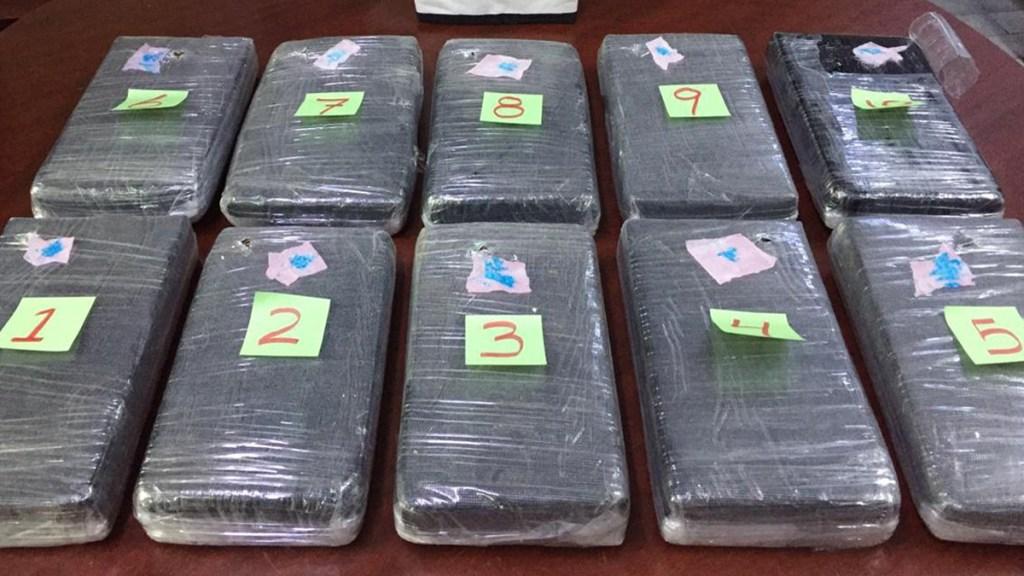 Decomisan 10 paquetes de cocaína en baños del AICM - Cocaína decomisada en AICM. Foto de @GN_MEXICO_