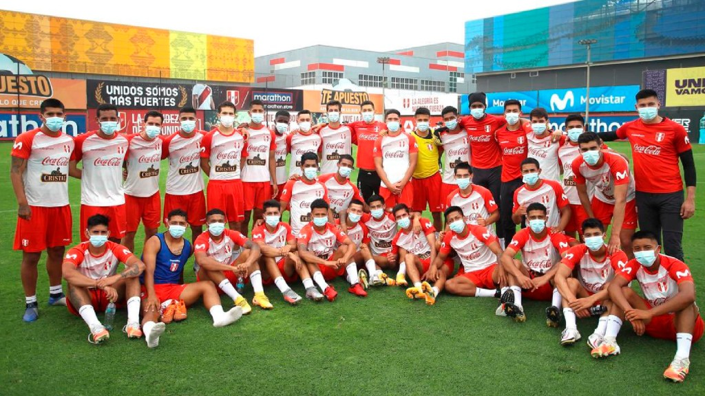 'Contigo Aprendí' de Armando Manzanero inspiró a la selección de Perú en 2018 - 'Contigo Aprendí' de Armando Manzanero inspiró a una nación y a la selección de Perú en 2018. Foto Twitter @SeleccionPeru