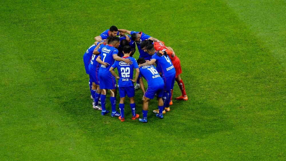 Futbolistas de Cruz Azul arremeten contra Héctor Huera y le piden pruebas por supuesto amaño ante Pumas - Foto de Cruz Azul F.C.