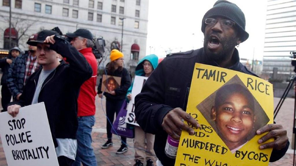 EE.UU. no presentará cargos contra policías implicados en muerte del niño afroamericano - EE.UU. no presentará cargos contra policías implicados en la muerte del niño de raza negra Tamir Rice. Foto EFE