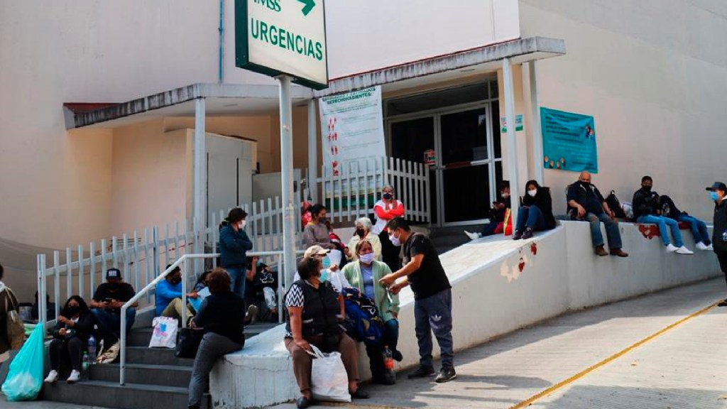 "Vacunas contra COVID-19 se aplicarán ""tan pronto nos lleguen"", asegura Hugo López-Gatell - Familiares de pacientes y especialistas contradicen discurso respecto a que la pandemia está domada en México. Foto EFE"