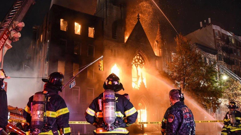 Incendio daña iglesia centenaria de Nueva York, sin reporte de víctimas