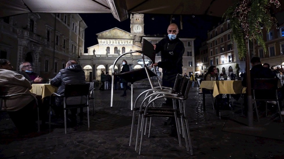 Italia superará en 2020 los 700 mil muertos, cifra que se alcanzó en 1944 - Atención al COVID-19 en Italia. Foto de EFE/EPA/ANGELO CARCONI.