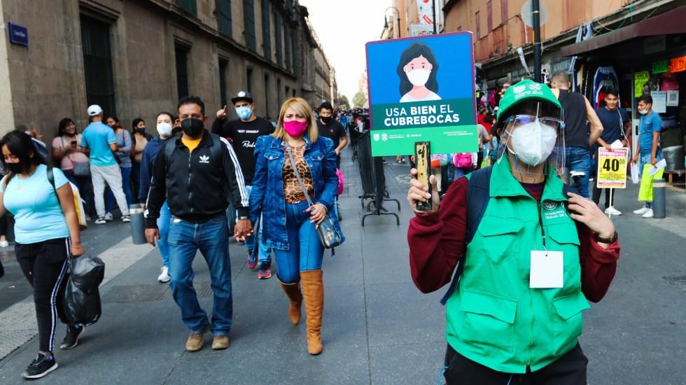 Descarta Sheinbaum repunte de casos de COVID-19 en Ciudad de México - Llamado a uso correcto de cubrebocas en Centro Histórico de la Ciudad de México para evitar COVID-19. Foto de EFE