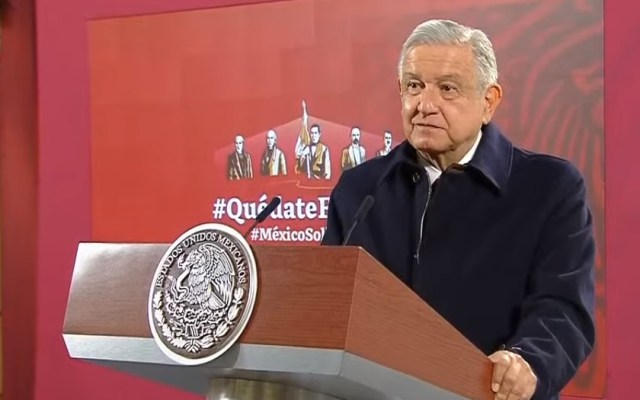 "PRI, PAN y PRD ""se agrupan para defender al antiguo régimen"", afirma López Obrador - López Obrador en conferencia matutina. Captura de pantalla"