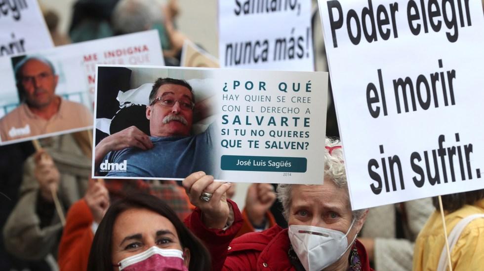 Aprueba Congreso de España ley para reconocer la eutanasia como un derecho - Concentración de Derecho a Morir Dignamente frente al Congreso de España. Foto de EFE