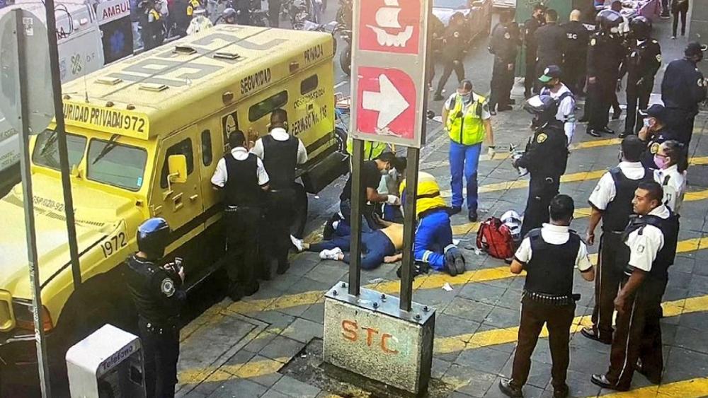 Un muerto tras presunto intento de asalto afuera del Metro Isabel la Católica - Foto de @STCMetroCDMEX