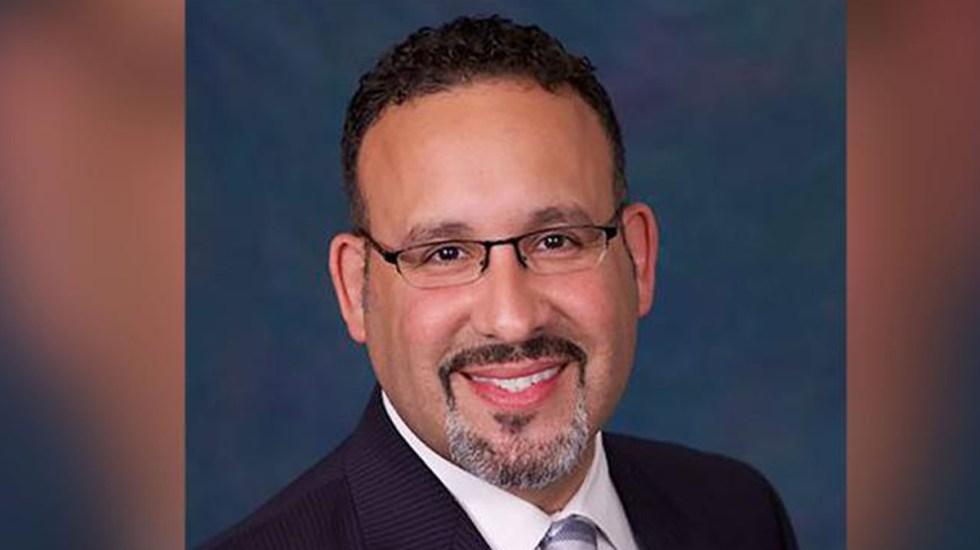 Biden nominaría al latino Miguel Cardona como secretario de Educación - Miguel Cardona. Foto de Connecticut State Colleges & Universities