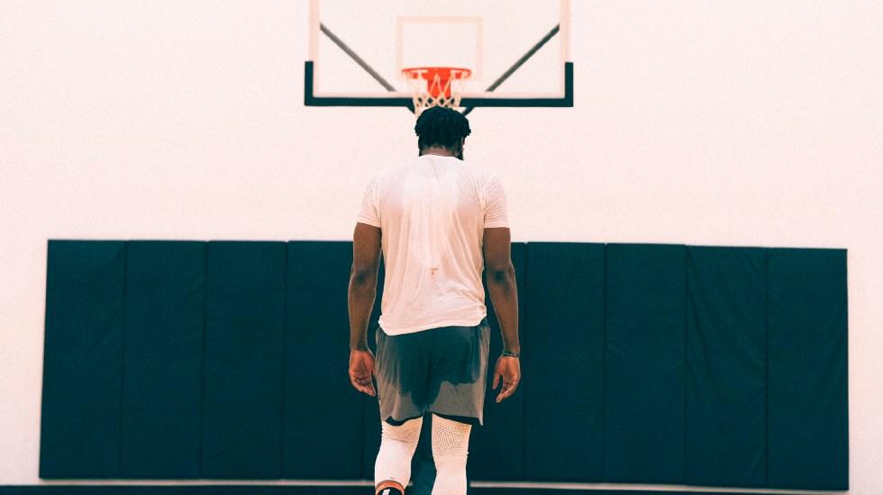 NBA cancela primer partido de temporada por COVID-19; James Harden aislado por aparecer sin cubrebocas en club nocturno en Texas - NBA cancela primer partido de temporada 2020-2021, debido a pandemia por COVID-19. Foto Twitter @JHarden13
