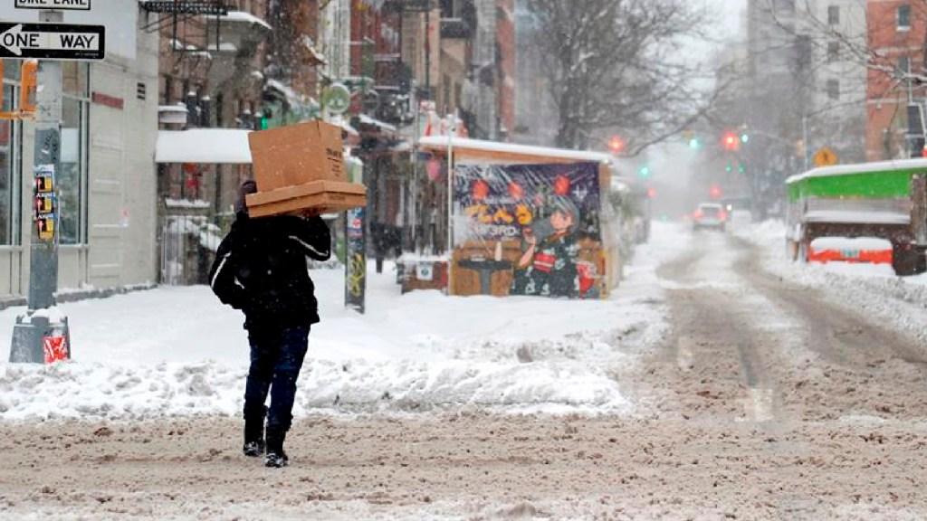 Nueva York registra la mayor nevada en varios años - Nueva York registra la mayor nevada en varios años por temporal que golpeó la costa este de EE.UU.. Foto EFE
