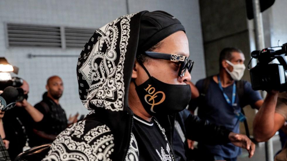 Ronaldinho pide oraciones por su madre hospitalizada por COVID-19 - Foto de EFE