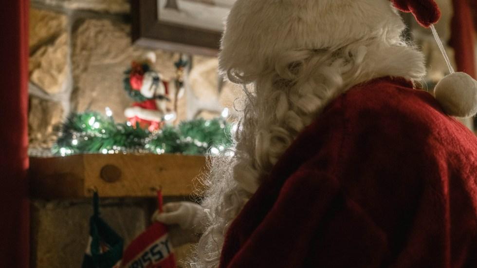 #Video Santa Claus sí traerá regalos esta Navidad; Dr. Fauci lo vacunó contra COVID-19 - Santa Claus. Foto de Alicia Slough / Unsplash