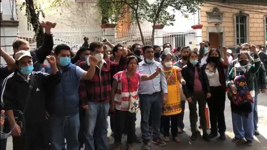 #Video Protestan simpatizantes de Félix Salgado contra Pablo Amílcar Sandoval en CEN de Morena - Simpatizantes de Félix Salgado se manifiestan afuera del CEN de Morena. Captura de pantalla