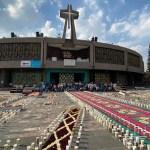 Misa dominical desde la Basílica de Guadalupe (24-10-2021) - Con motivo del Día de la Virgen de Guadalupe se instaló un tapete monumental y 15 mil veladoras en las inmediaciones de la Basílica de la CDMX. Foto de @INBGuadalupe