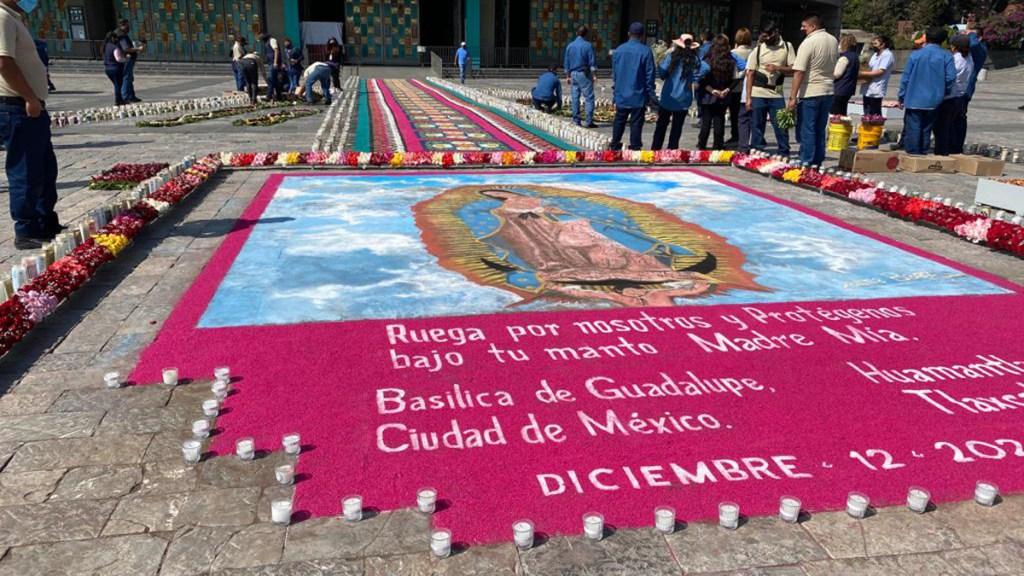 Amanece vacía la Basílica de Guadalupe; festejan a la virgen con tapete monumental y veladoras - Con motivo del Día de la Virgen de Guadalupe se instaló un tapete monumental y 15 mil veladoras en las inmediaciones de la Basílica de la CDMX. Foto de @INBGuadalupe