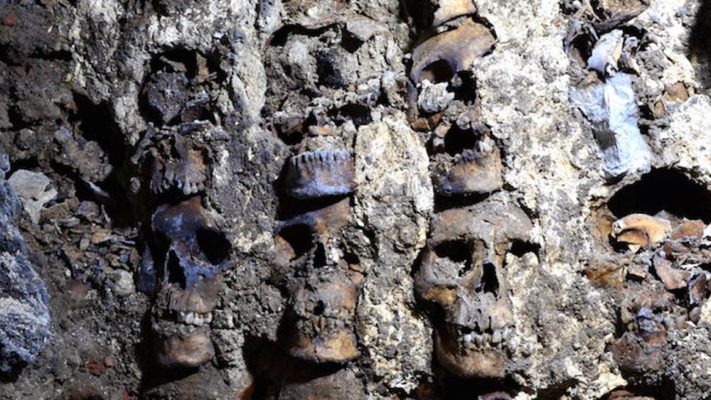 Arqueólogos mexicanos localizan fachada de torre de cráneos de Tenochtitlan - Foto de Secretaría de Cultura