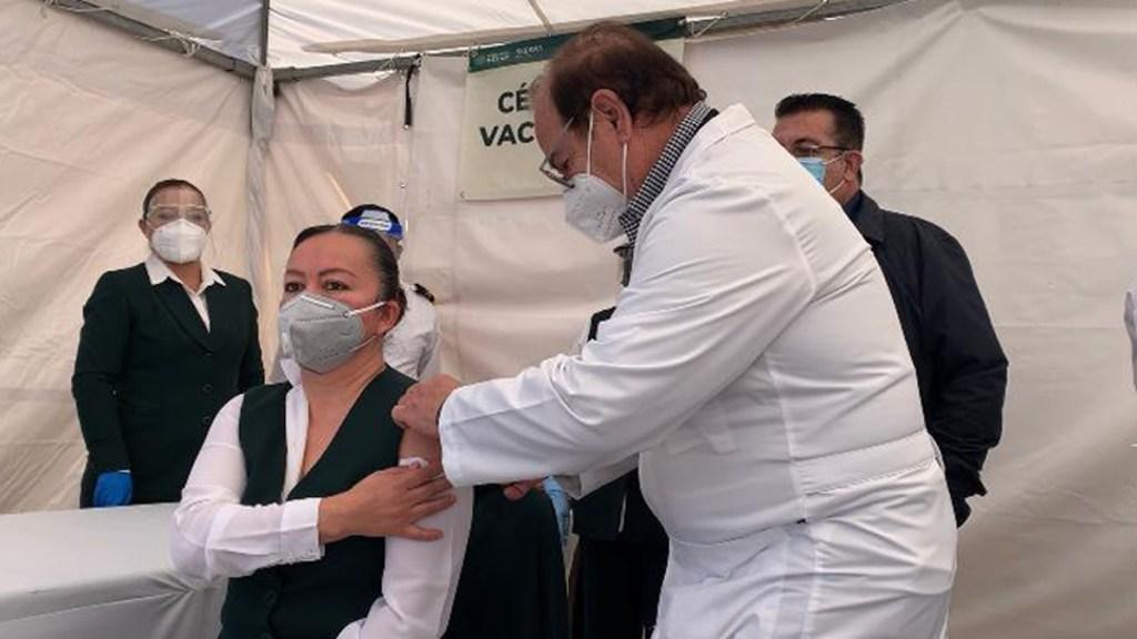 Inicia vacunación contra COVID-19 en Coahuila - Vacunación contra COVID-19 en Coahuila. Foto de @Tu_IMSS