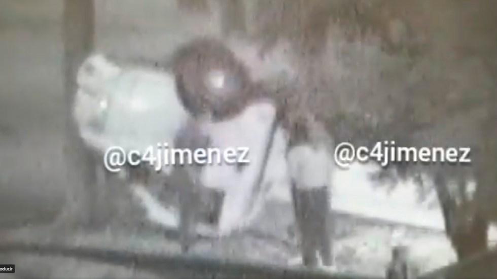 #Video Sujeto abandona más de una tonelada de cocaína tras volcar camioneta en la Miguel Hidalgo - Abandona más de una tonelada de cocaína, después de chocar una camioneta en la Alcaldía Miguel Hidalgo. Foto Captura de pantalla