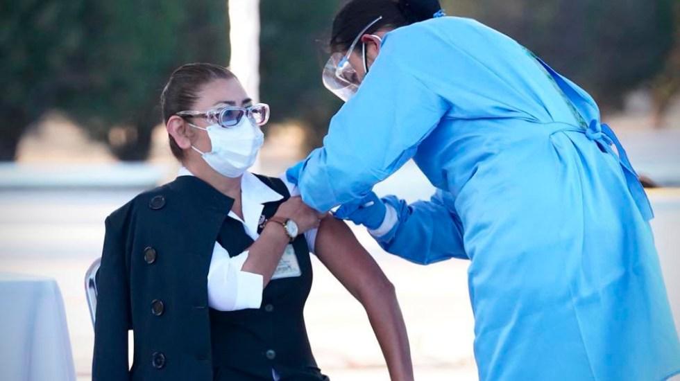 Personal de Salud recibiría segunda dosis de vacuna contra COVID-19 el día 35 tras primera aplicación - Foto de @zoerobledo