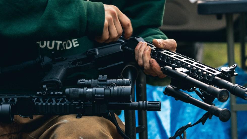"""""""Queremos control en EE.UU. de la venta de las armas"""": AMLO responde a embajador Landau - Foto de Jay Heike para Unsplash"""