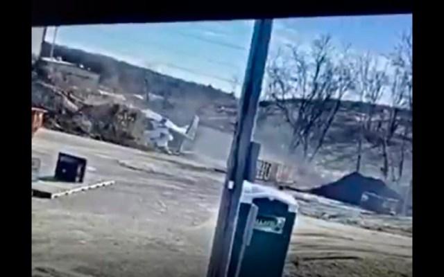 #Video Avión pequeño se estrella en Long Island, EE.UU.; el piloto sobrevive - Avioneta Cessna se estrella en Long Island, EE.UU.; el piloto sobrevive. Foto captura de pantalla
