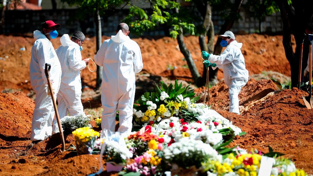 Brasil vuelve a tener más de mil muertos por COVID-19 y Bolsonaro quiere vacuna brasileña - Foto de EFE
