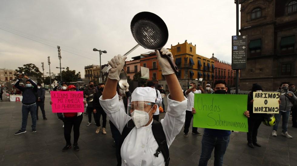 Restaurantes en CDMX convocan a nuevo cacerolazo para apertura en interiores - Restaurantes de la Ciudad de México exigieron poder reabrir a pesar del complejo momento de la pandemia en la capital y en todo el país, y aseguraron que algunos establecimientos funcionarán esta semana desesperados por la ausencia de ingresos. Fotos de EFE