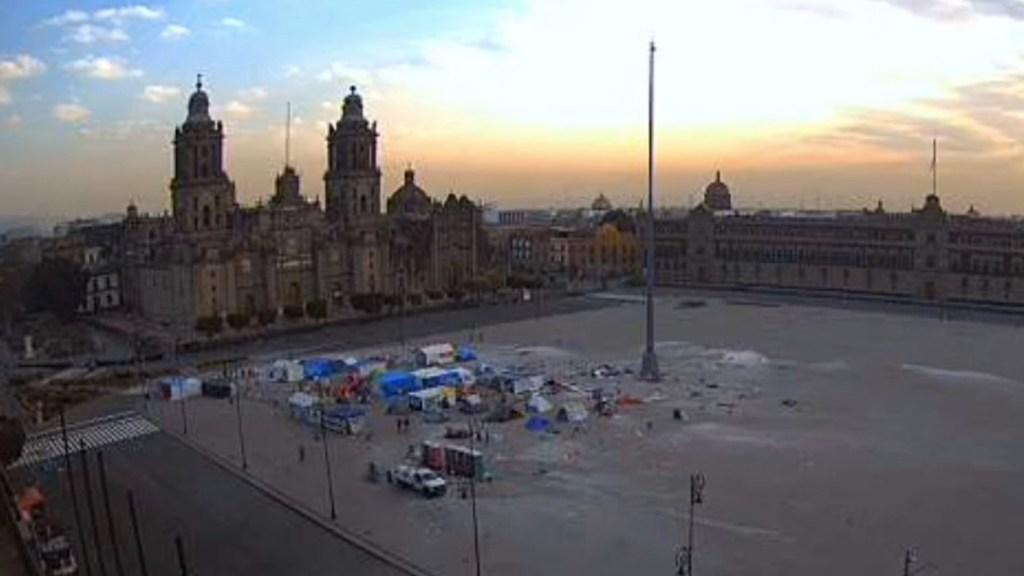 #Video Retiran 150 casas de campaña de FRENAAA de la plancha del Zócalo - Foto de Webcams de México