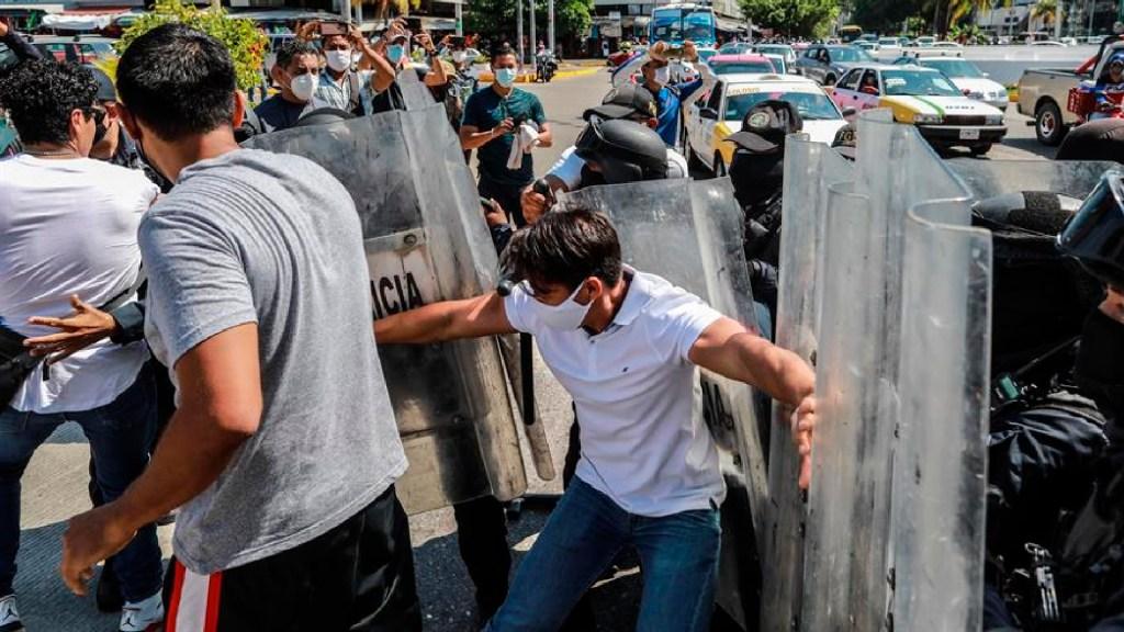 Clausuran y desalojan a 400 personas centro nocturno en Acapulco, Guerrero - Clausuran y desalojan a 400 personas en discoteca de Acapulco, Guerrero. Foto EFE