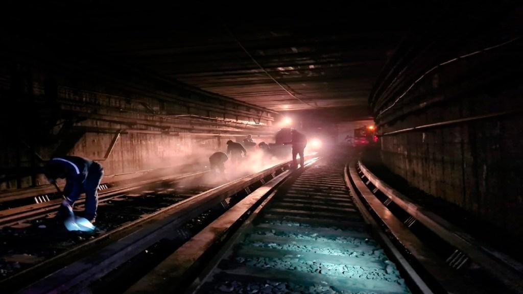 Con 10 trenes, Línea 1 del Metro reanudará operaciones este lunes - Con 10 trenes, la Línea 1 del Metro reanudará operaciones el próximo lunes. Foto Twitter @MetroCDMX