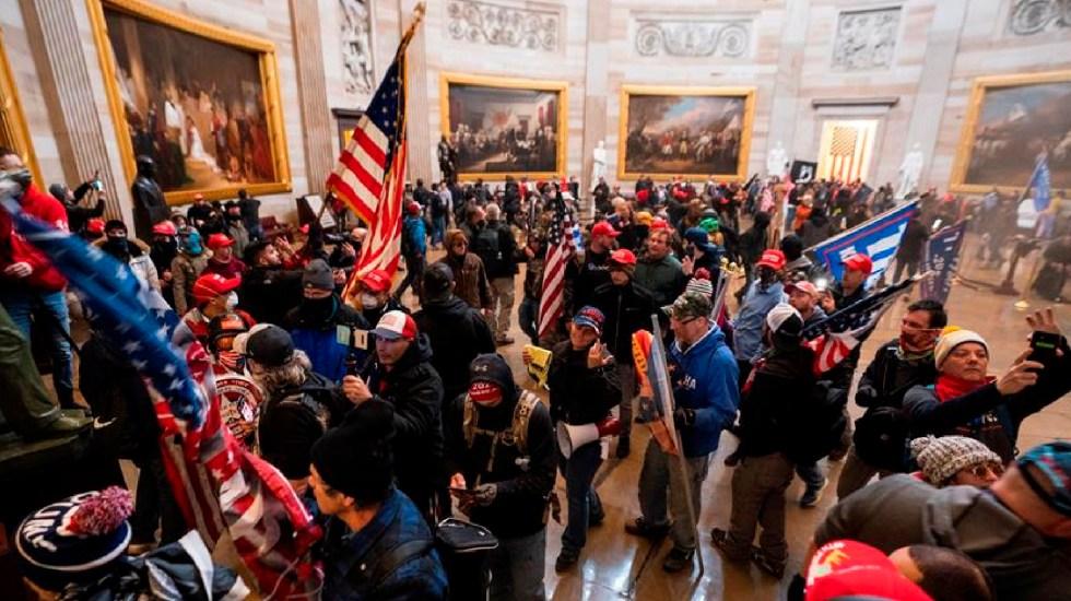 FBI descubre contacto entre personas que tomaron el Capitolio y persona cercana a Trump - Crece exigencia para destituir a Trump por disturbios en Capitolio. Foto EFE