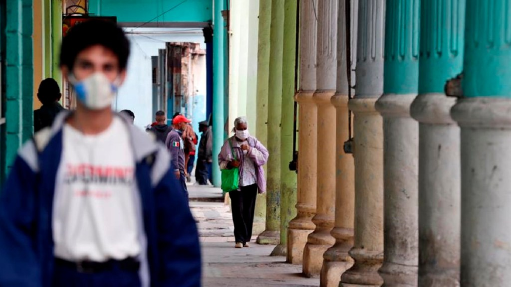 Cuba reporta a turista mexicano contagiado con COVID-19 y nuevo récord de contagios diarios, con 825 - Cuba reporta a turista mexicano contagiado con COVID-19 y nuevo récord de contagios diarios, con 825. Foto EFE