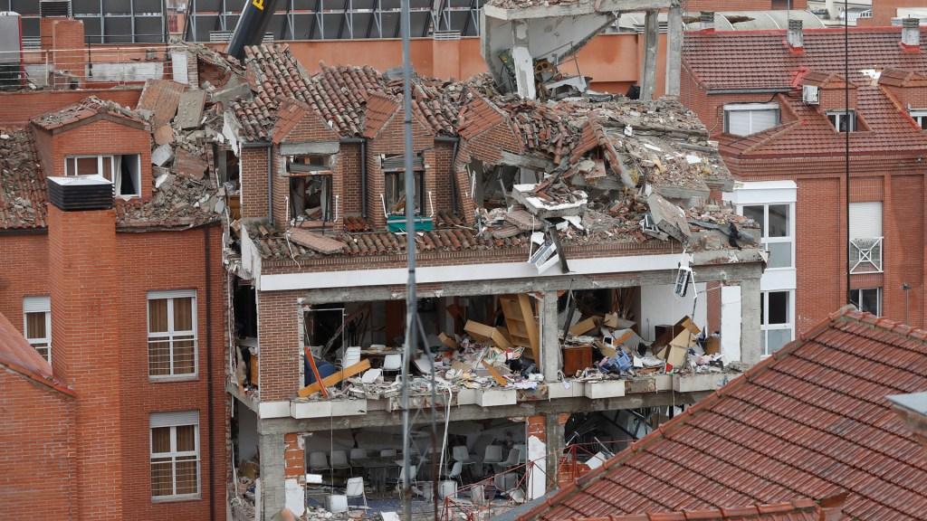 Se eleva a cuatro número de muertos por explosión en Madrid - Daños en edificio de Madrid por explosión. foto de EFE