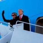 Trump deja calladamente de ser presidente en su nuevo hogar - Donald Trump y Melania se despiden como presidente y primera dama al viajar a Florida previo a la investidura de Joe Biden. Foto de EFE