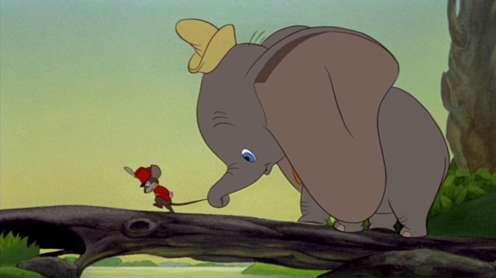 Disney+ saca del catálogo infantil Dumbo y La dama y el vagabundo por contenido inapropiado - Escena de Dumbo. Foto de @Disney