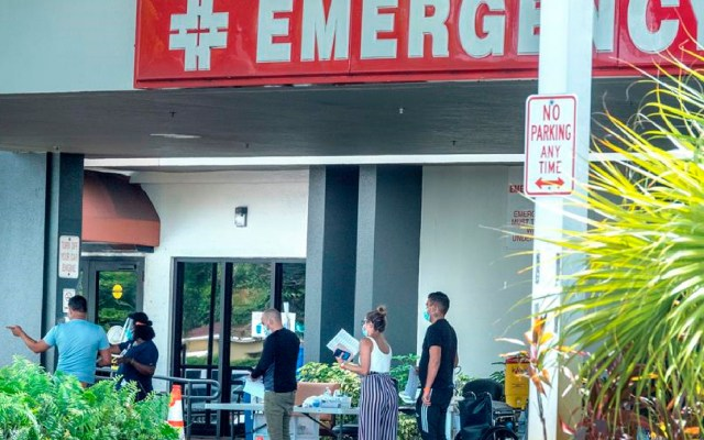 En jornada lenta de vacunación, Florida registra 132 muertes y 9 mil 500 casos nuevos de COVID-19 - En una jornada lenta de vacunación, Florida registra 132 muertes y 9 mil 500 casos nuevos de COVID-19. Foto EFE