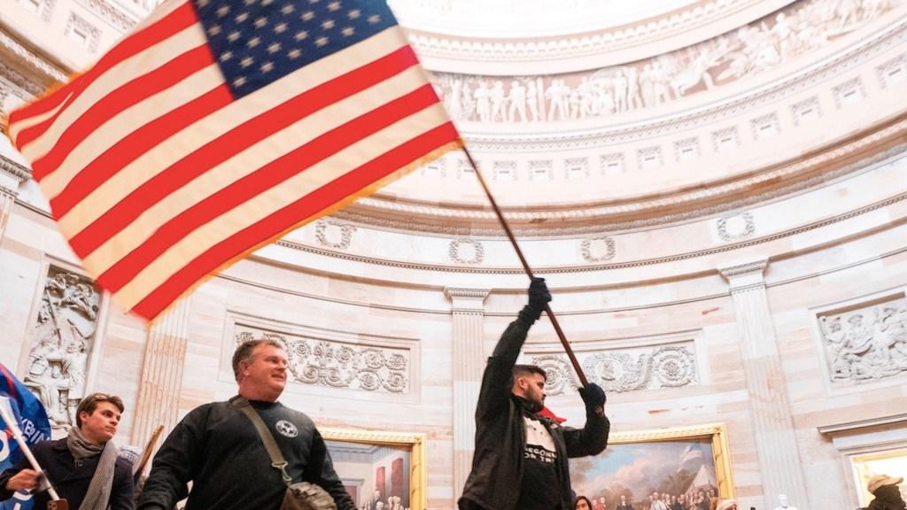 El mundo clama por la democracia en EE.UU. tras toma del Capitolio - Foto de EFE