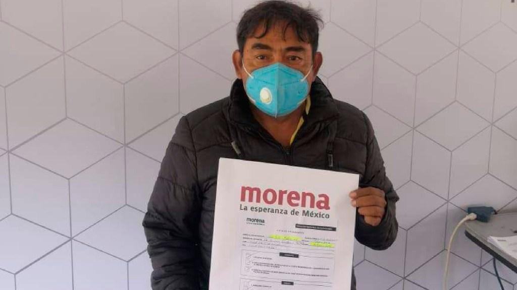 Felipe de la Cruz, vocero de padres de normalistas de Ayotzinapa, se registra para diputación federal con Morena - Felipe de la Cruz, vocero de los 43 normalistas, se registra para diputación federal con Morena. Foto Facebook Felipe DE LA Cruz