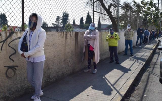 """Edomex seguirá en Semáforo Rojo por COVID-19; """"hay alto riesgo de contagio"""", dijo Del Mazo - Fila para pruebas rápidas de COVID-19 en Edomex. Foto de @SaludEdomex"""