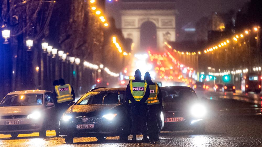 Francia se cierra para evitar o retrasar otro confinamiento ante el incremento de contagios de COVID-19 - Foto de EFE