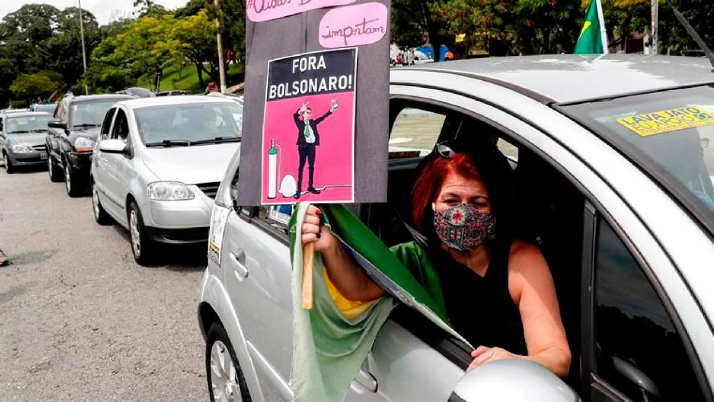 Grupos de derecha piden destitución de Bolsonaro por manejo de la pandemia - Grupos de derecha también piden la destitución de Bolsonaro en las calles. Foto EFE