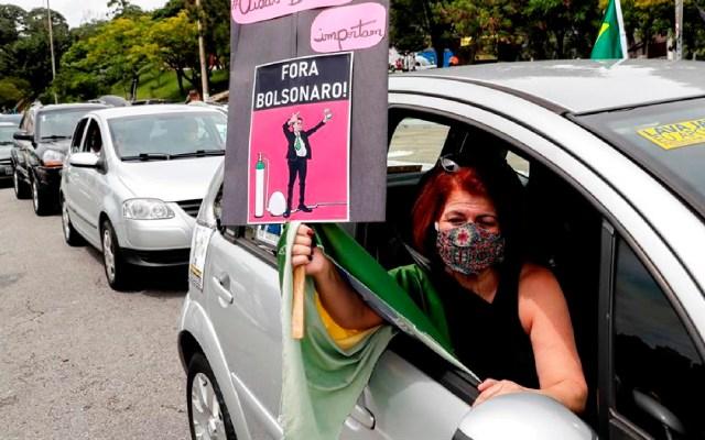 Grupos de derecha también pidieron la destitución de Bolsonaro en las calles - Grupos de derecha también piden la destitución de Bolsonaro en las calles. Foto EFE
