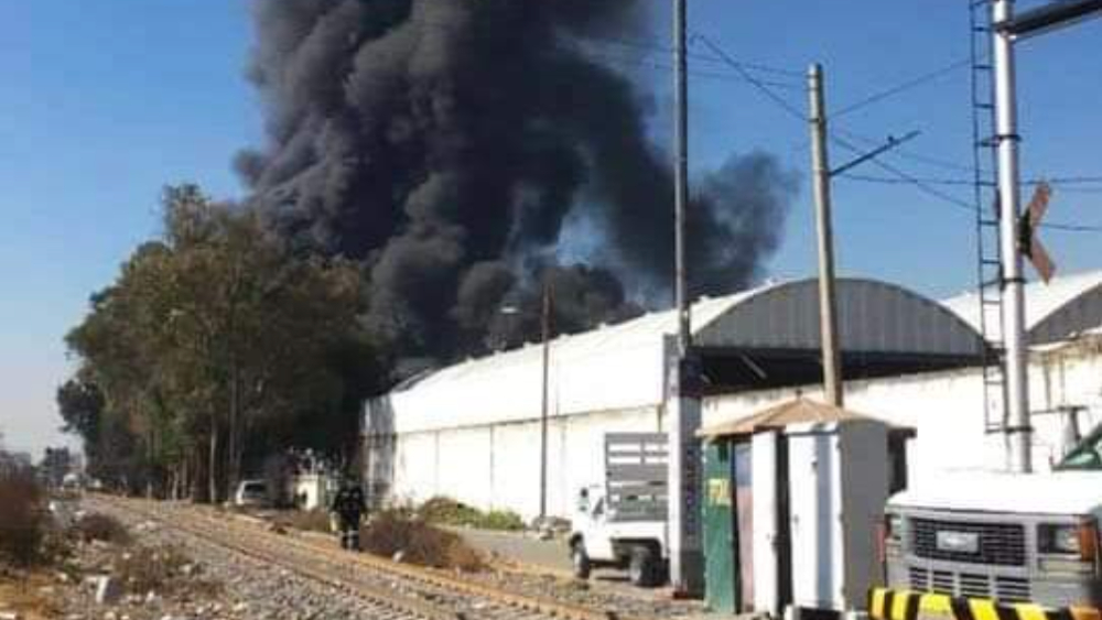 #Video Se incendia fábrica de colchones de Ecatepec, Estado de México - Foto de @Ricardo_Caifan