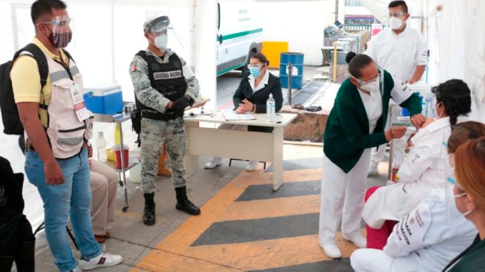 Inicia vacunación en todo el país a personal médico que atiende pandemia en primera línea, informa IMSS - Inicia vacunación en todo el país para personal sanitario que atiende pandemia, informa IMSS. Foto Twitter @Tu_IMSS