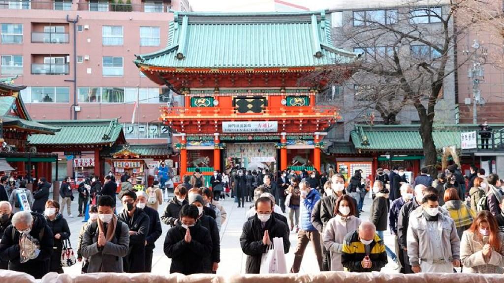 Primer ministro de Japón pide evitar cenas y celebraciones por COVID-19 - Japón detecta nueva cepa de COVID-19 distinta a las de Reino Unido y Sudáfrica. Foto EFE