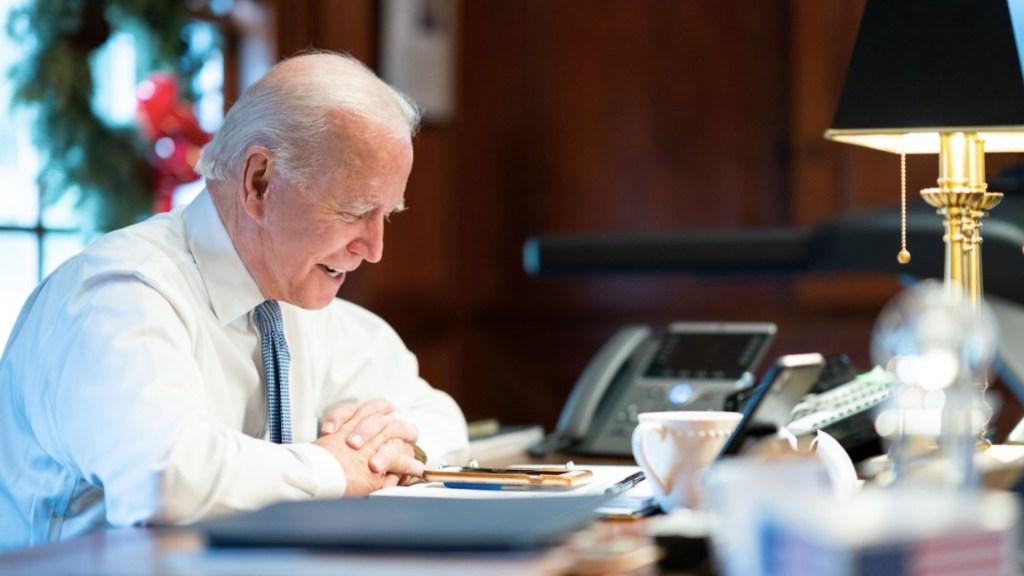 Las acciones de Joe Biden en su primer día en la Casa Blanca - Foto de EFE
